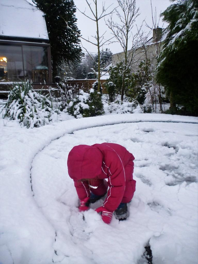 trampoline, sneeuw